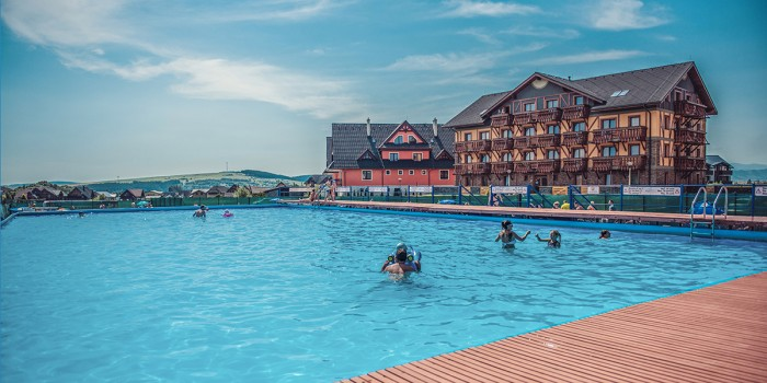 72f5313eeae47 ... podtatranskej obci Veľká Lomnica si môžete užiť vysokohorskú turistiku,  golf, kvalitnú lyžovačku či súkromný wellness - dokonalý relax s celou  rodinou.