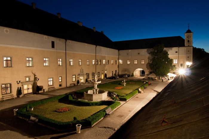 Noc múzeí a galérií na hrade Červený Kameň  cc155574575